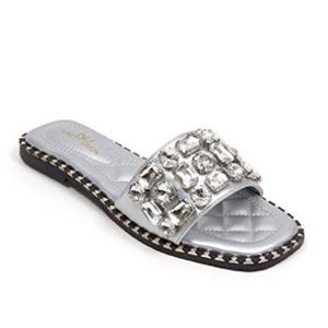 Shoes - Gray Flat Sandals With Giant Stones Size 5.5